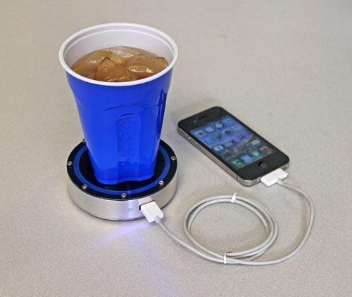 用热咖啡给iPhone充电