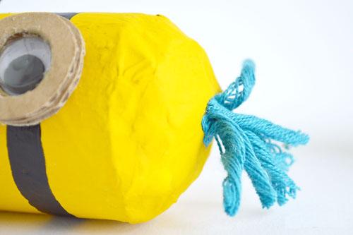 纸筒小黄人手工制作步骤