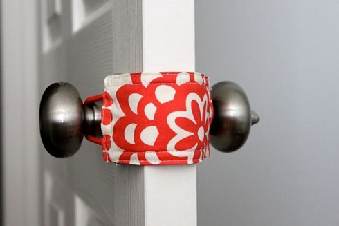 给门锁戴上口罩改造无声门锁